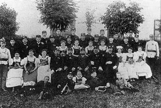 Členové hasičského spolku kolem roku 1900