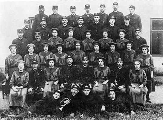 Členové hasičského spolku kolem roku 1920